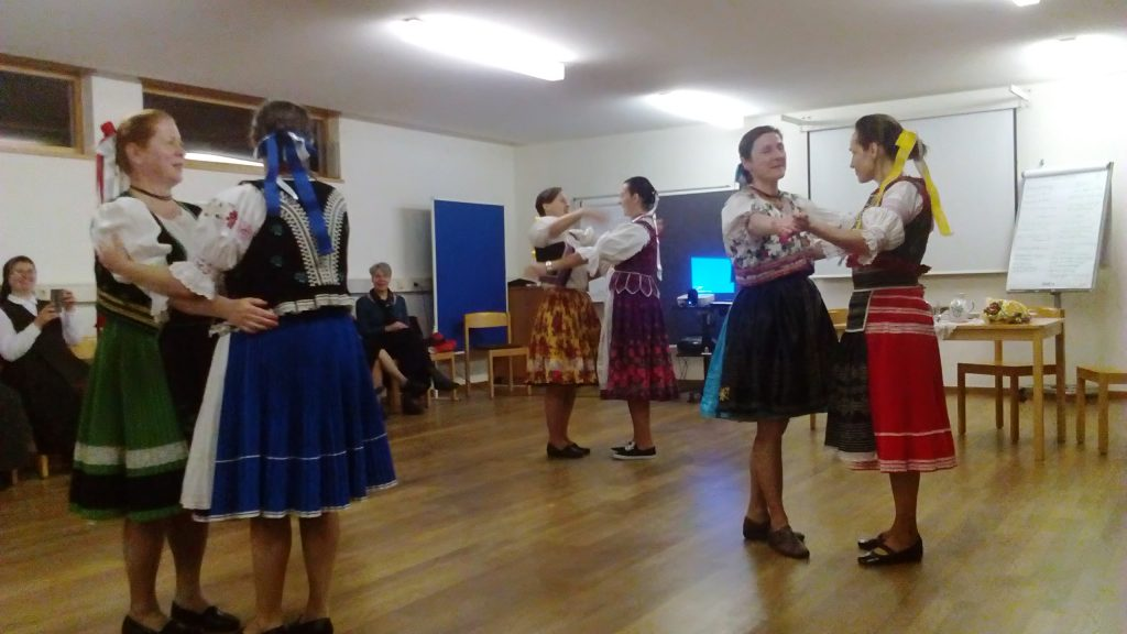 Slovak sisters in national dress performed a traditional dance for us.